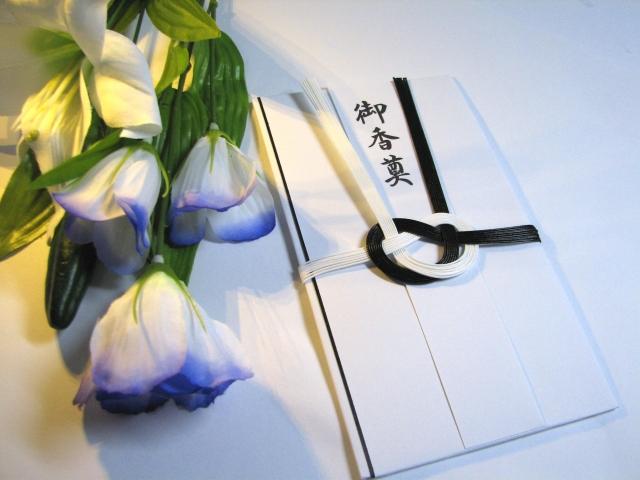 供花と香典袋