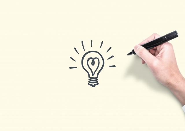 ペンと電球イラスト